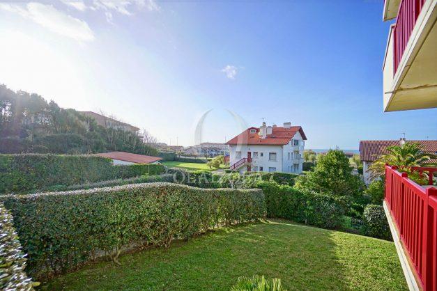 location-vacances-anglet-appartement-en-residence-chambre-d-amour-jardin-terrasse-rez-de-chausee-proche-plage-a-pied-vue-mer-2020-002