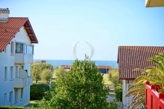 location-vacances-anglet-appartement-en-residence-chambre-d-amour-jardin-terrasse-rez-de-chausee-proche-plage-a-pied-vue-mer-2020-003