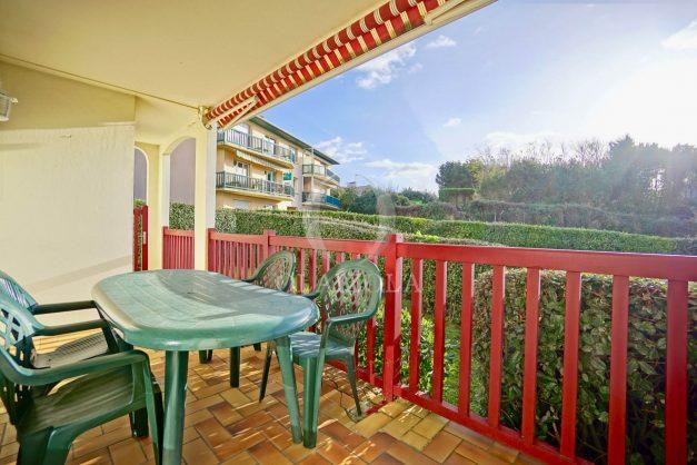 location-vacances-anglet-appartement-en-residence-chambre-d-amour-jardin-terrasse-rez-de-chausee-proche-plage-a-pied-vue-mer-2020-008
