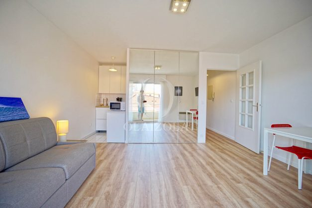 location-vacances-biarritz-studio-centre-ville-garage-parking-terrasse-plage-a-pied-bon-air-agence-olaizola-004