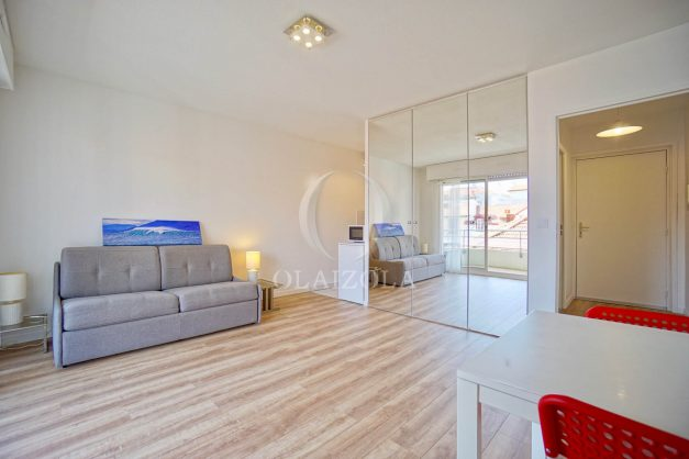location-vacances-biarritz-studio-centre-ville-garage-parking-terrasse-plage-a-pied-bon-air-agence-olaizola-005