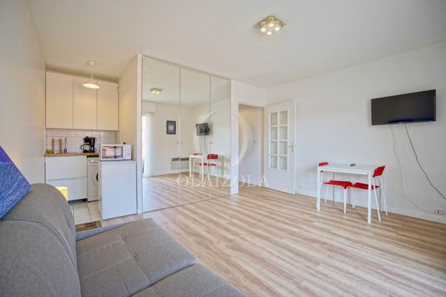 location-vacances-biarritz-studio-centre-ville-garage-parking-terrasse-plage-a-pied-bon-air-agence-olaizola-008