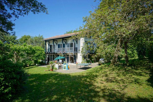 location-vacances-villa-8-pièces-bidart-jardin-terrasse-calme-proche-plage-001