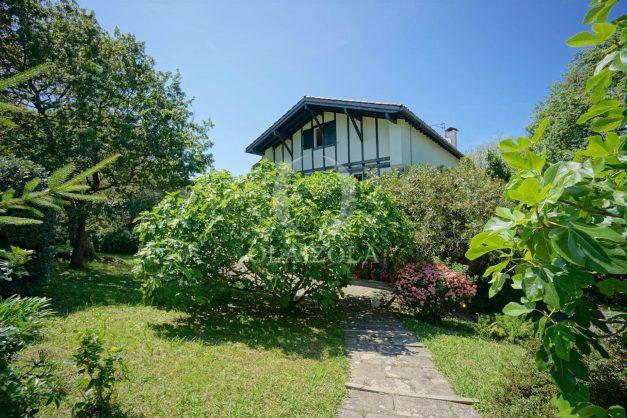 location-vacances-villa-8-pièces-bidart-jardin-terrasse-calme-proche-plage-004