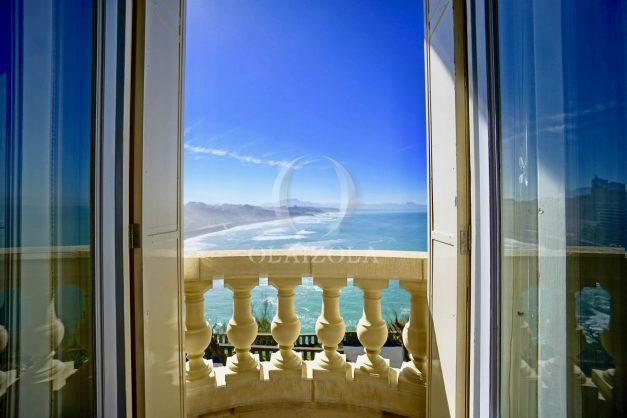 location-vacances-biarritz-appartement-vue-mer-standing-cote-des-basques-parking-terrasse-plein-sud-plage-a-pied-001