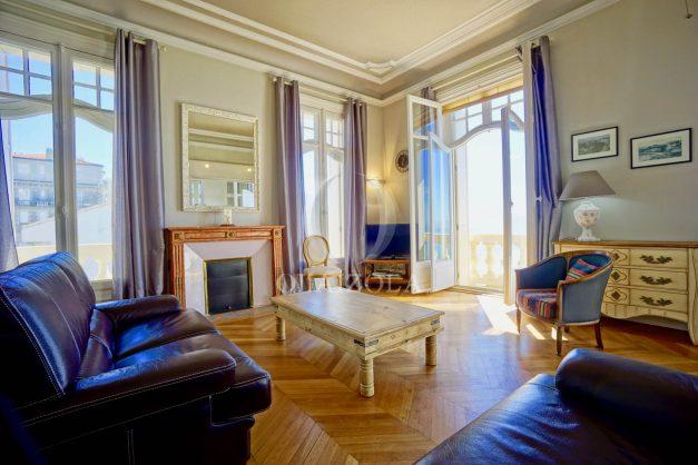 location-vacances-biarritz-appartement-vue-mer-standing-cote-des-basques-parking-terrasse-plein-sud-plage-a-pied-008