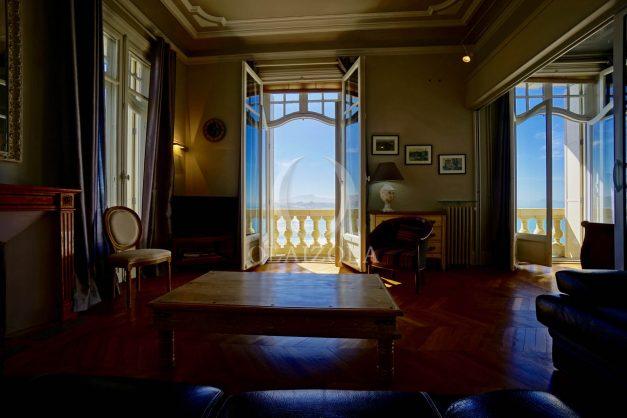 location-vacances-biarritz-appartement-vue-mer-standing-cote-des-basques-parking-terrasse-plein-sud-plage-a-pied-013