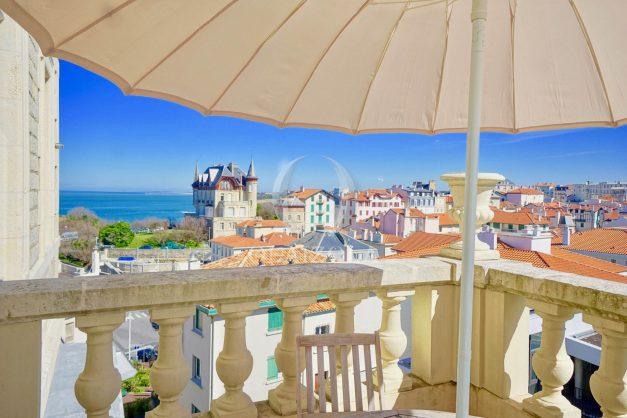 location-vacances-biarritz-appartement-vue-mer-standing-cote-des-basques-parking-terrasse-plein-sud-plage-a-pied-022