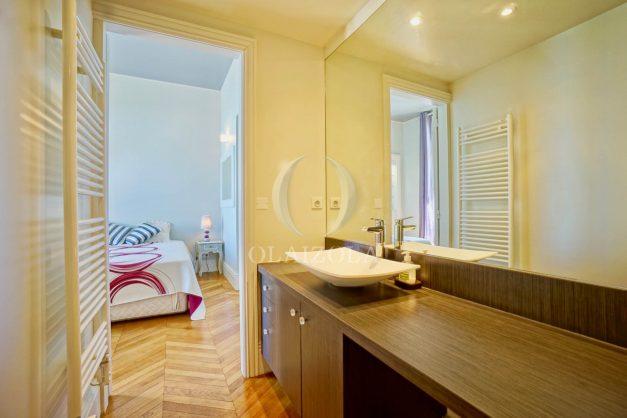 location-vacances-biarritz-appartement-vue-mer-standing-cote-des-basques-parking-terrasse-plein-sud-plage-a-pied-035