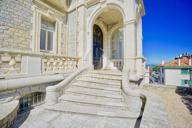 location-vacances-biarritz-appartement-vue-mer-standing-cote-des-basques-parking-terrasse-plein-sud-plage-a-pied-043