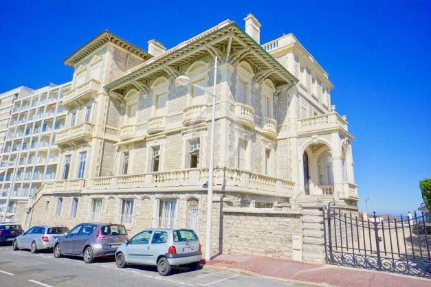 location-vacances-biarritz-appartement-vue-mer-standing-cote-des-basques-parking-terrasse-plein-sud-plage-a-pied-047