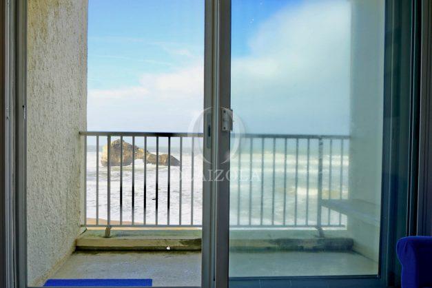 location-vacance-biarritz-appartement-t2-vue-mer-miramar-terrasse-centre-ville-parking-004