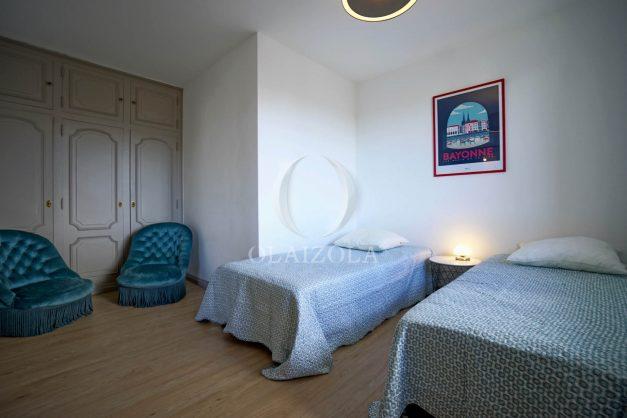 location-vacance-biarritz-t4-centre-ville-renove-balcon-terrasse-plage-a-pied-jardin-public-2019-014