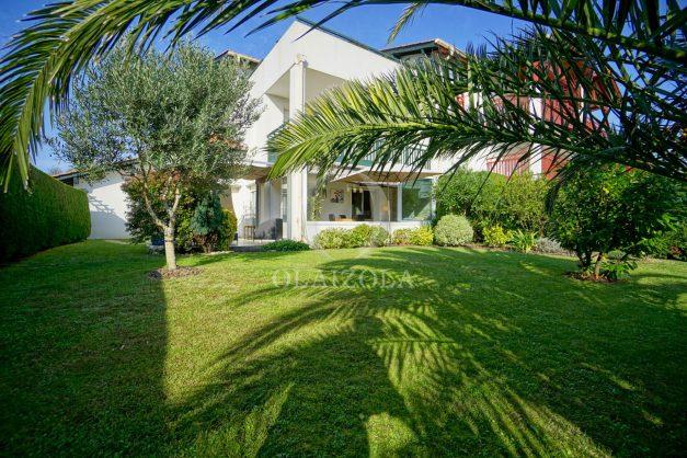 location-vacances-bidart-appartement-rez-de-chaussee-proche-plage-calme-jardin-terrasse-pergola-parking-plein-sud-proche-centre-village-001