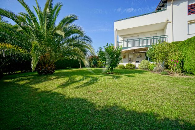 location-vacances-bidart-appartement-rez-de-chaussee-proche-plage-calme-jardin-terrasse-pergola-parking-plein-sud-proche-centre-village-002