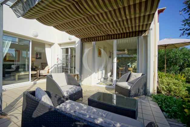 location-vacances-bidart-appartement-rez-de-chaussee-proche-plage-calme-jardin-terrasse-pergola-parking-plein-sud-proche-centre-village-010