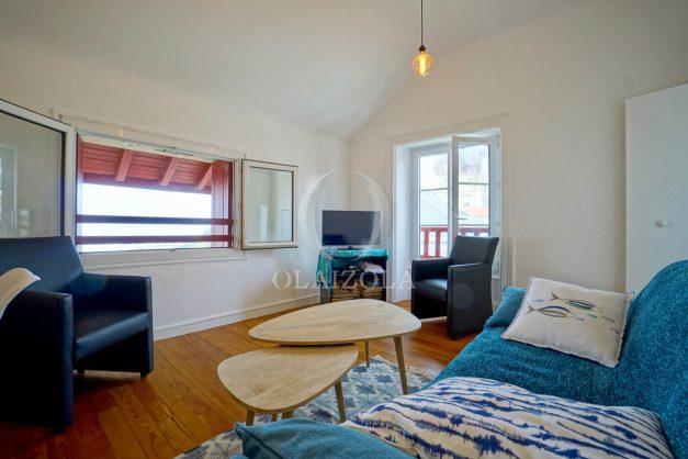 location-vacances-biarritz-appartement-T2-proche-centre-ville-plages-vue-mer-port-vieux-parking-003
