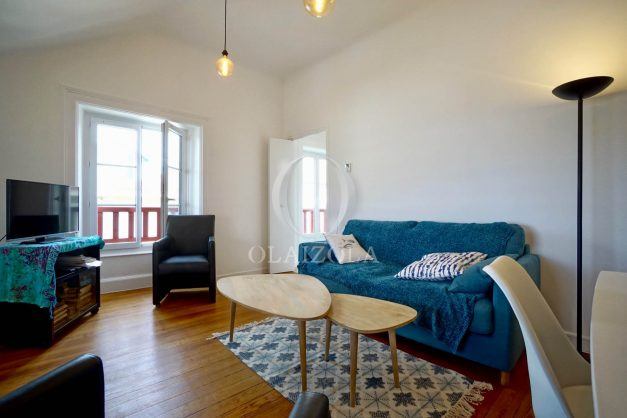 location-vacances-biarritz-appartement-T2-proche-centre-ville-plages-vue-mer-port-vieux-parking-004