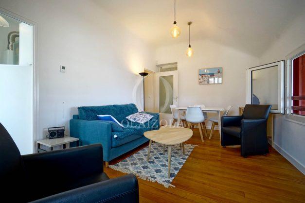 location-vacances-biarritz-appartement-T2-proche-centre-ville-plages-vue-mer-port-vieux-parking-006