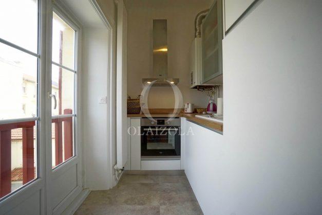location-vacances-biarritz-appartement-T2-proche-centre-ville-plages-vue-mer-port-vieux-parking-010