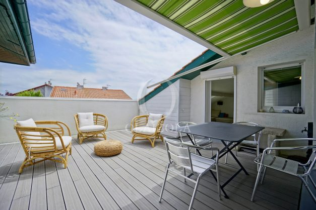 location-vacances-bidart-appartement-duplex-vue-montagne-mer-plage-a-pied-erretegia-proche-centre-commerce-residence-fronton-006