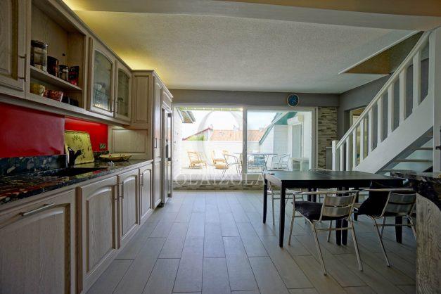 location-vacances-bidart-appartement-duplex-vue-montagne-mer-plage-a-pied-erretegia-proche-centre-commerce-residence-fronton-018