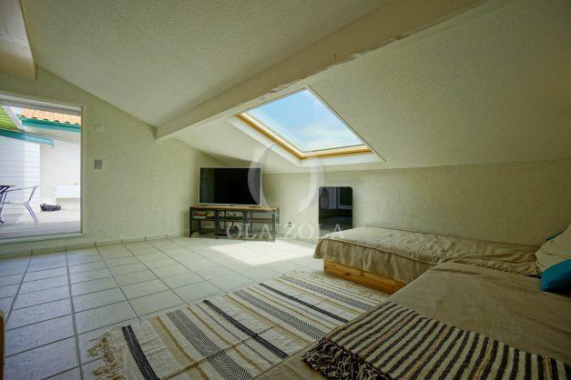location-vacances-bidart-appartement-duplex-vue-montagne-mer-plage-a-pied-erretegia-proche-centre-commerce-residence-fronton-023