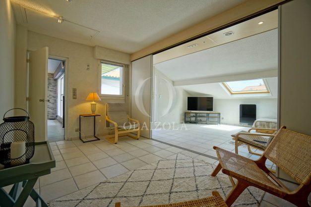 location-vacances-bidart-appartement-duplex-vue-montagne-mer-plage-a-pied-erretegia-proche-centre-commerce-residence-fronton-030