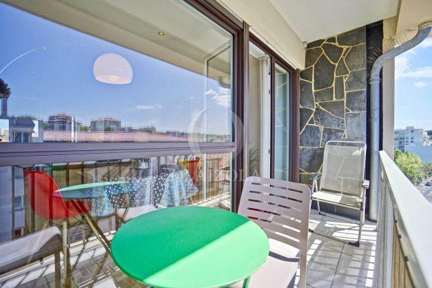 location-vacances-biarritz-appartement-type-2-balcon-centre-ville-vue-toit-2021-003