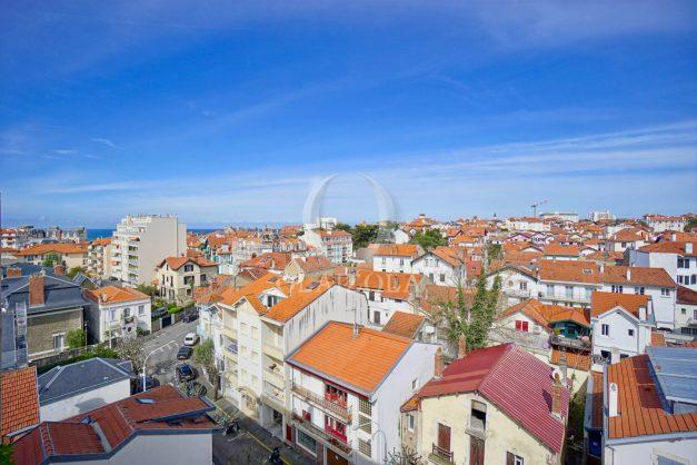 location-vacances-biarritz-appartement-type-2-balcon-centre-ville-vue-toit-2021-021