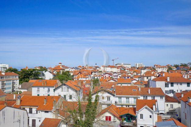 location-vacances-biarritz-appartement-type-2-balcon-centre-ville-vue-toit-2021-024