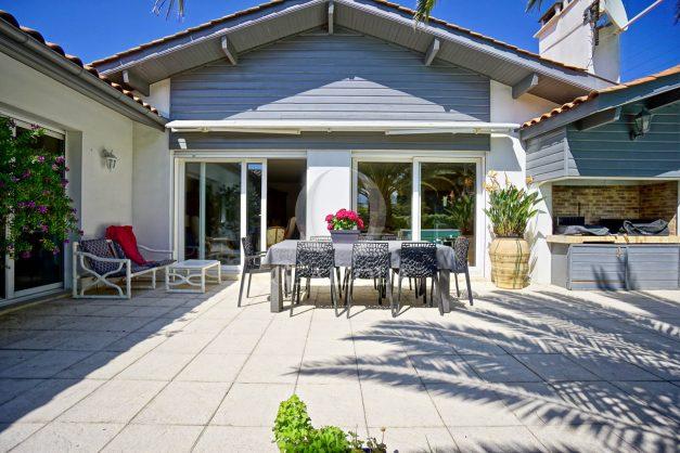 location-vacances-biarritz-villa-plain-pied-4pieces-piscine-barbeucue-jardin-spacieuse-sud-05-2021-11