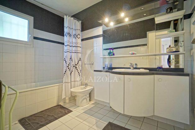 location-vacances-biarritz-villa-plain-pied-4pieces-piscine-barbeucue-jardin-spacieuse-sud-05-2021-43