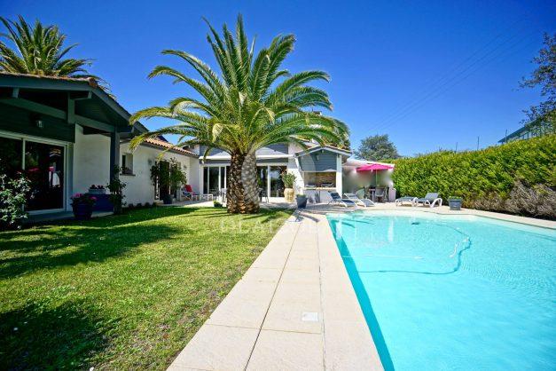 location-vacances-biarritz-villa-plain-pied-4pieces-piscine-barbeucue-jardin-spacieuse-sud-05-2021-46