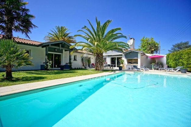 location-vacances-biarritz-villa-plain-pied-4pieces-piscine-barbeucue-jardin-spacieuse-sud-05-2021-47