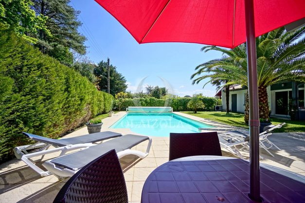 location-vacances-biarritz-villa-plain-pied-4pieces-piscine-barbeucue-jardin-spacieuse-sud-05-2021-5