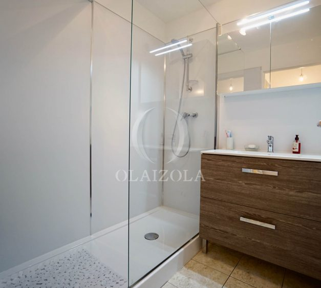 location-vacances-agence-olaizola-2-pieces-beaurivage-biarritz-terrasse-proche-plage-016