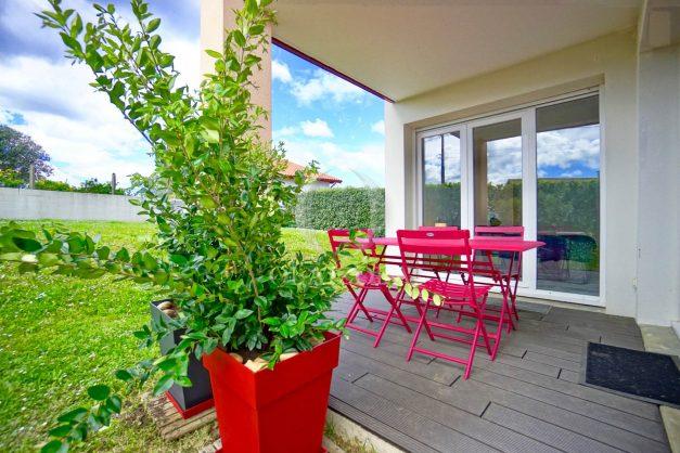 location-vacances-bidart-t-3-jardin-terrasse-piscine-proche-plage-et-village-parking-002