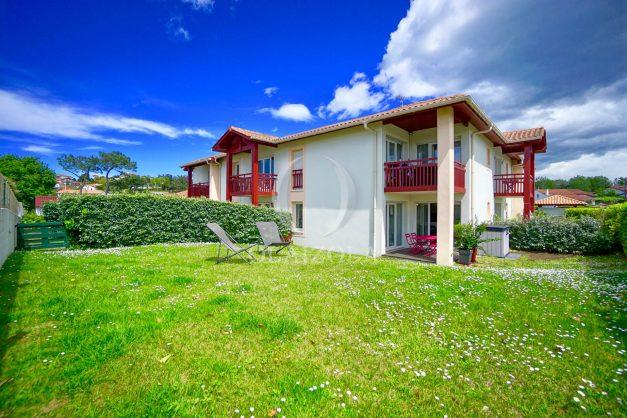 location-vacances-bidart-t-3-jardin-terrasse-piscine-proche-plage-et-village-parking-004