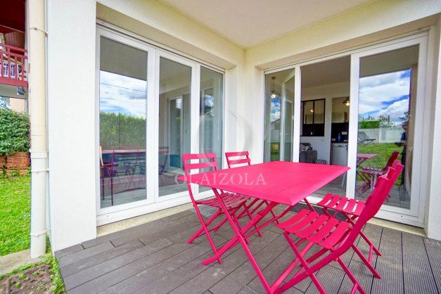 location-vacances-bidart-t-3-jardin-terrasse-piscine-proche-plage-et-village-parking-007