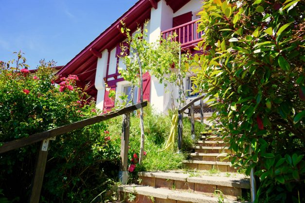 location-vacances-villa-bidart-agence -olaizola-jardin-jaccuzi-proche-plage-village-a-pied-034