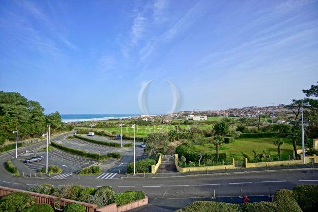 location-vacances-bidart-appartement-3pieces-vue-mer-golf-balcon-moderne-roseraie-ilbarritz-001