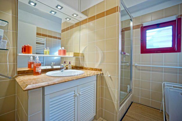 location-vacances-bidart-appartement-3pieces-vue-mer-golf-balcon-moderne-roseraie-ilbarritz-020