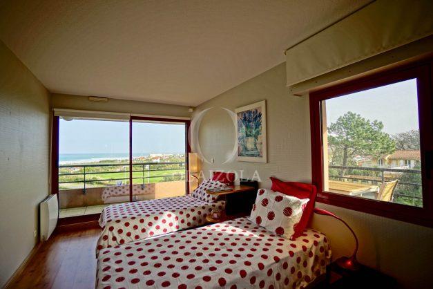 location-vacances-bidart-appartement-3pieces-vue-mer-golf-balcon-moderne-roseraie-ilbarritz-021