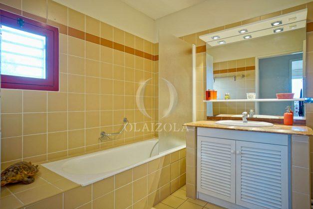 location-vacances-bidart-appartement-3pieces-vue-mer-golf-balcon-moderne-roseraie-ilbarritz-024