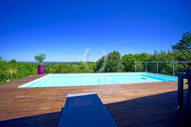 location-vacances-villa-arcangues-agence-olaizola-piscine-chauffée-plein-sud-terrasse-jardin-parking-garage-008