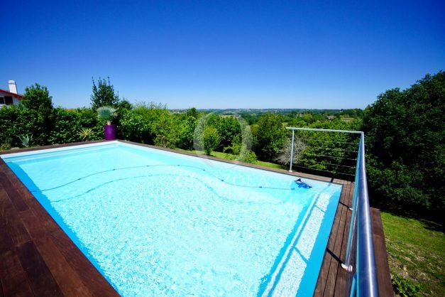 location-vacances-villa-arcangues-agence-olaizola-piscine-chauffée-plein-sud-terrasse-jardin-parking-garage-012