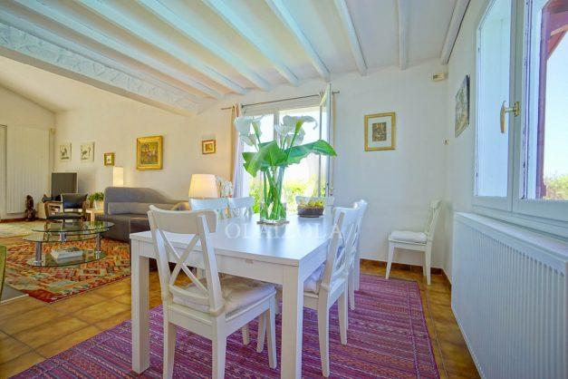 location-vacances-villa-arcangues-agence-olaizola-piscine-chauffée-plein-sud-terrasse-jardin-parking-garage-021
