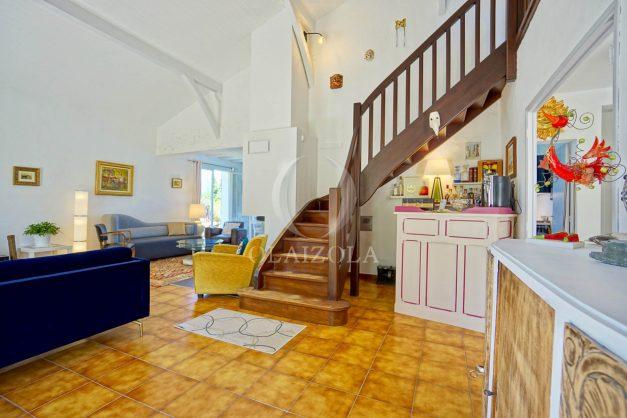 location-vacances-villa-arcangues-agence-olaizola-piscine-chauffée-plein-sud-terrasse-jardin-parking-garage-030