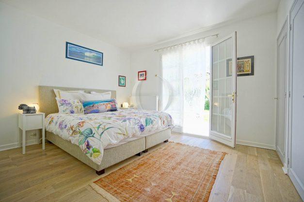 location-vacances-villa-arcangues-agence-olaizola-piscine-chauffée-plein-sud-terrasse-jardin-parking-garage-033
